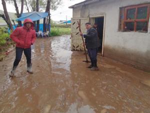 Yağış sonrası dere taştı, evleri su bastı