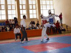 Yıldız taekwondocular madalya ile döndü