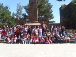 Aliravi İlkokulu öğrencileri tabyaları gezdi