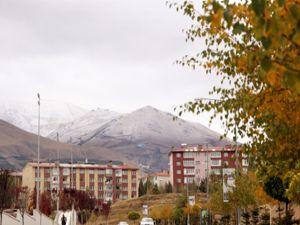 Erzurum'da yüksek kesimlere kar yağdı