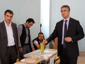 Kamil Aydın ve Ahmet Anatepe oylarını kullandı