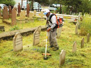 Büyükşehir Belediyesi Ramazan'da mezarlık çalışmalarını hızlandırdı