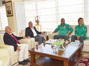 Kadın A Milli futbol takımı yöneticilerinden Sekmen'e ziyaret
