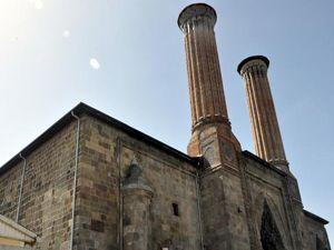 Vakıflar'dan Çifte Minareli Medrese'ye döşenen borularla ilgili açıklama