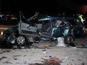 Erzurum-Balıkesir seferini yapıyordu... Sivas'ta feci kaza: 4 yaralı...
