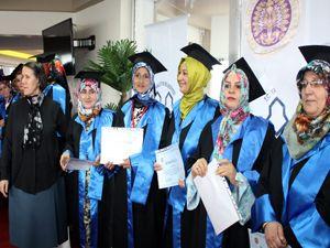 ''Anne Üniversitesi'' 2. mezunlarını verdi