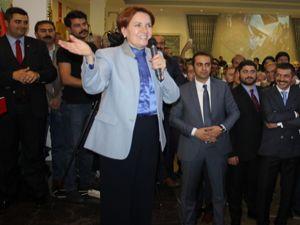 Erzurum'da Akşener coşkusu... Salona sığmadılar