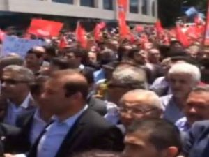 CHP'den AKP önünde 'kurşun' protestosu