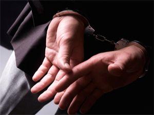 Kendini polis olarak tanıtan dolandırıcı otobüs terminalinde yakalandı