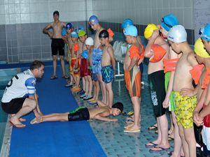 Palandöken Belediyesi'nin yüzme kursuna büyük ilgi