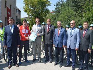 Erzurum'da 160 bayan öğrenciye güvenli bisiklet sürüş eğitimi verildi