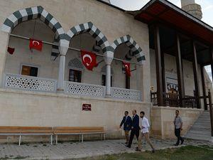 Vali Azizoğlu, Muhammed Lutfi Efe'nin türbesini ziyaret etti