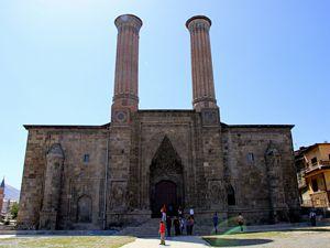 Çifte Minareli Medrese'nin 5 yıl süren restorasyonu tamamlandı