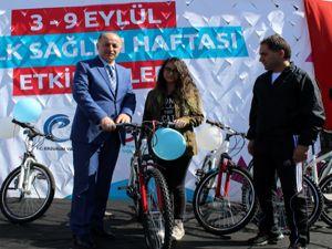 Erzurum'da şehit ve gazi yakınlarına bisiklet dağıtıldı