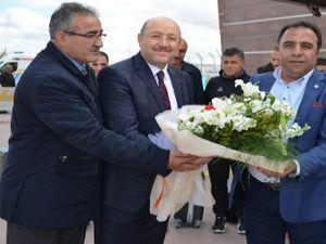 Tuzlaspor'a çiçekli karşılama