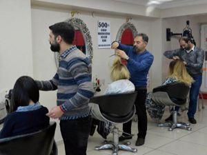 Dolar bozdurana ücretsiz saç kesimi ve makyaj