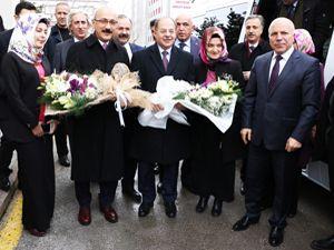 Bakan Elvan Türkiye'de yatırım birincisi olan Sekmen'i tebrik etti