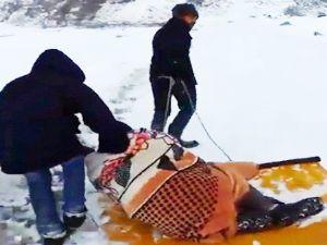 Erzurum'da kızakla hasta kurtarma operasyonu