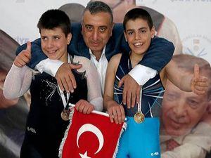 Otizmli Bingül kardeşler, İzmir'den birincilikle döndü