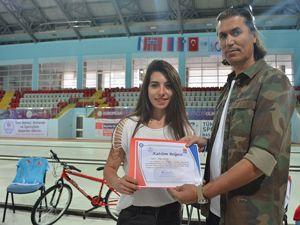 Curlingçilere önce bisiklet sonra sertifika