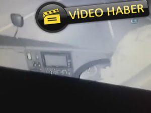 Seyir halindeyken telefonla konuşan otobüs şoförü kamerada