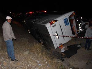 Sivas'ta yolcu otobüsü ile otomobil çarpıştı: 1 ölü, 16 yaralı