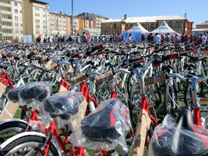 Gençler bisikletlerine kavuştu