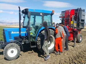 DAP İdaresi makine desteğiyle çiftçinin yüzünü güldürdü