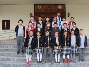 Öğrenciler Mahkeme salonlarını gezdiler