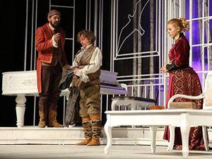 Ardahan'da tiyatro oyununa ilgi