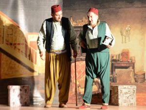 Tiyatro oyunu 'Bizim Konak' Ardahan'da sahnelendi