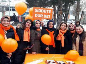 Hemşirelik öğrencileri 'kadına şiddete hayır' dedi