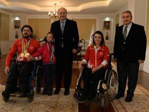 Vali Azizoğlu'ndan şampiyon sporcuya büyük ilgi