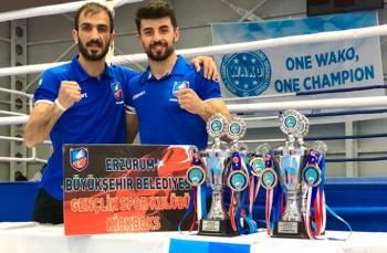 4 kupa, 4 altın madalya
