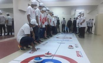 Afgan çocukların Floor Curling heyecanı