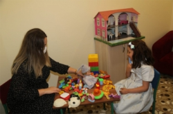 Çocuklar oyun oynayarak tedavi ediliyor