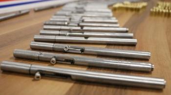 Denizli'de 50 adet kalem suikast silahı ele geçirildi