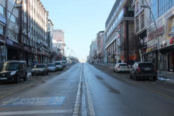 Erzurum caddeleri boş kaldı