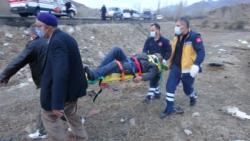 Erzurum'da otomobil şarampole uçtu: 2 yaralı