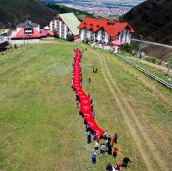 Erzurum'da şehitler için zirveye tırmandılar