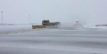 Erzurum Havalimanı'nda karla mücadele