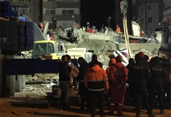 İzmir'de depremin yorulmak bilmeyen kahramanları