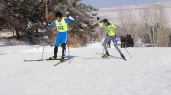 Kayaklı koşu yarışları nefes kesti