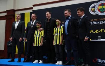 Mesut Özil Fenerbahçe'ye imzayı attı