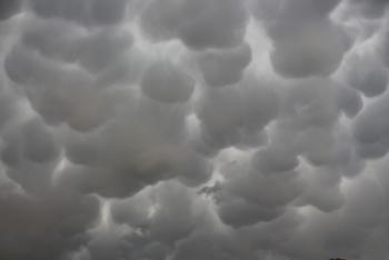 Oltu semalarında öbek öbek bulutlar oluştu