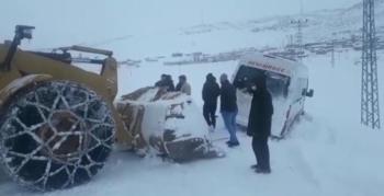 Şarampolden karla mücadele ekipleri kurtardı