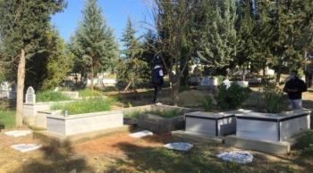 Şehitlerin mezarına alçak saldırı