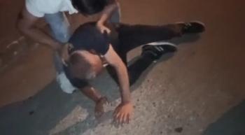 Sokak ortasında tekme tokat dövdüler...