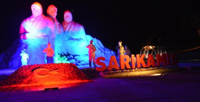 Kardan heykeller ışıklandırıldı