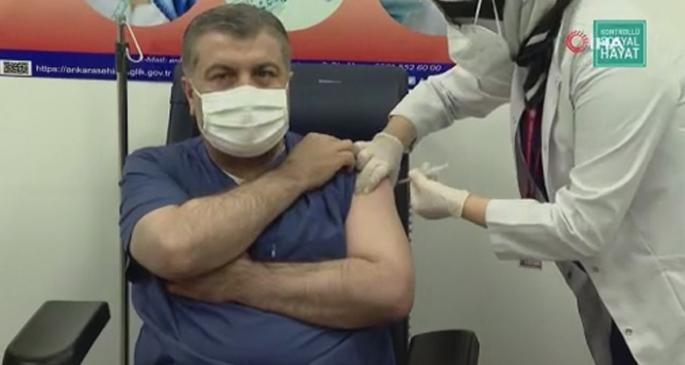 Sağlık Bakanı Fahrettin Koca aşı oldu!